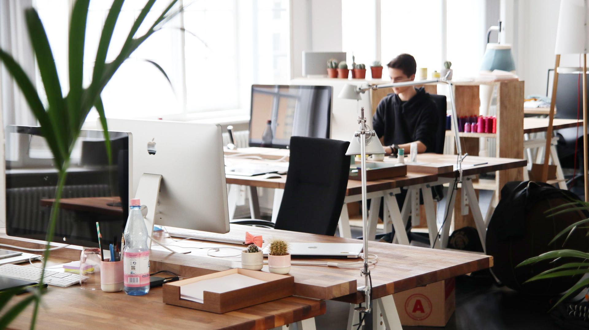 Arrière plan virtuel pour visioconférence : Au bureau