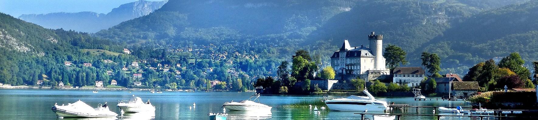 Chateau sur lac d' annecy